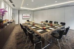 Ein Foto eines Konferenzraums am Münchener Standort.